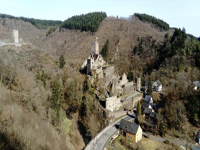 Blick auf die Manderscheider Burgen
